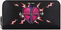【PRADA】HEART PATCH SAFFIANO LEATHER ZIP-AROUND WALLET