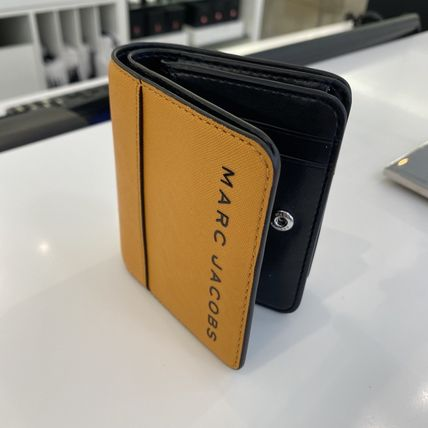 MARC JACOBS 折りたたみ財布 SALE! Marc Jacobs ロゴ ミニ 財布★L字ファスナー小銭入れ付♪(19)