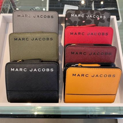 MARC JACOBS 折りたたみ財布 SALE! Marc Jacobs ロゴ ミニ 財布★L字ファスナー小銭入れ付♪(20)