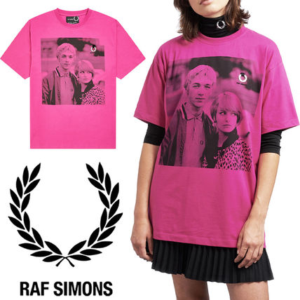 FRED PERRY Tシャツ・カットソー 【FRED PERRY】RAF SIMONS コラボ☆ プリント Tシャツ Pop Pink