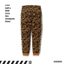人気話題コラボ!BAPE x MCM Camo Slim Sweatpants Brown