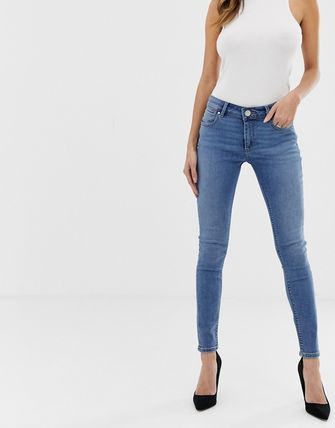 ASOS デニム・ジーパン ASOS DESIGN Whitby low rise skinny jeans in mid wash blue