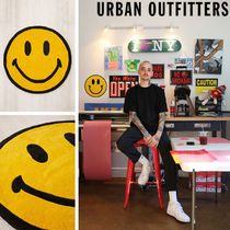Chinatown Market X Smiley UO Exclusive Smiley Plush ラグ