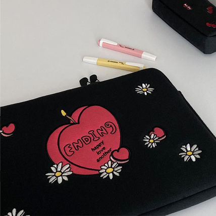 MAZZZZY スマホケース・テックアクセサリー 韓国人気★ MAZZZZY ★ candle laptop pouch 13/15inch