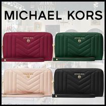 """【MICHAEL KORS】Large Quilted Leather Smartphone Wristlet """