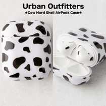 【Urban Outfitters】カウ柄♪●Cow Hard Shell AirPods Case