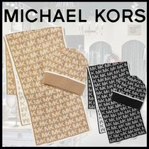 """【MICHAEL KORS】Logo Knit Beanie and Scarf Set """