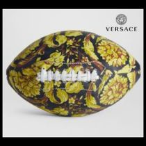VERSACE(ヴェルサーチェ) スポーツその他 UK発!【VERSACE HOME COLLECTION】バロッコ柄 ラグビーボール