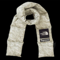 FW19 SUPREME THE NORTH FACE PAPER PRINT 700 FILL DOWN SCARF