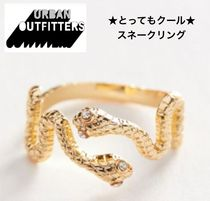 【URBAN OUTFITTER】☆インパクト大☆ DUAL SNAKE RING 2色