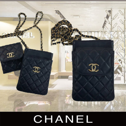 CHANEL Phone Holder With Chain Black