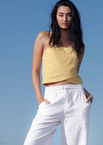 【LORNA JANE】SUNS OUT LUXE LINEN CROPPED TOP