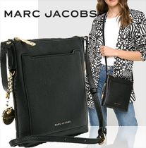 MARC JACOBS(マークジェイコブス) ショルダーバッグ・ポシェット SALE! MARC JACOBS ロゴチャーム付★上質レザークロスボディー♪