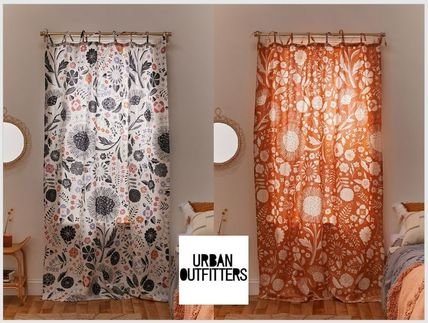 Urban Outfitters カーテン セール【UrbanOutifitters】フローラル柄 Selby Window Panel