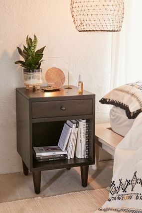 Urban Outfitters 棚・ラック・収納 全3色★ Urban Outfitters  Amelia Nightstand ナイトスタンド(13)