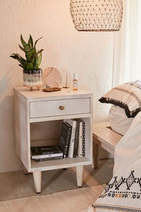 Urban Outfitters 棚・ラック・収納 全3色★ Urban Outfitters  Amelia Nightstand ナイトスタンド(19)