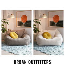 Urban Outfitters  フェイク シープスキン ビーンズクッション