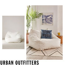 Urban Outfitters  Cooper クッション ラウンジチェアー