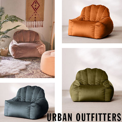 Urban Outfitters 椅子・チェア Urban Outfitters  Holly Lounge Chair ベロア クッション 全4色