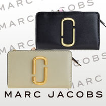 MARC JACOBS Snapshot Compact Wallet [送料0/国内即発]