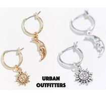 【URBAN OUTFITTERS】☆超人気☆ 月と太陽 フープ色ピアス