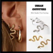 【URBAN OUTFITTERS】☆人気☆ Mini Snake Post Earring ピアス