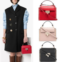 V1991 ROCKSTUD SMOOTH CALFSKIN HANDBAG