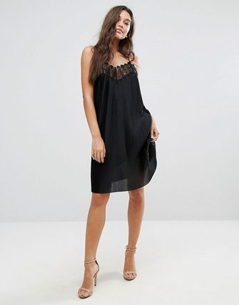 YAS ワンピース YASY.A.S plisse cami mini dress with lace trim in black(4)