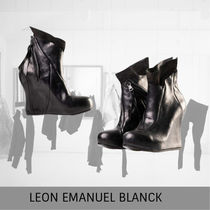 LEON EMANUEL BLANCK Distortion Wedge, black, horse