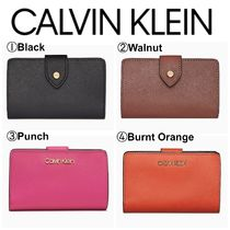 【Calvin Klein】人気●SAFFIANO LEATHER FRENCH CLUTCH WALLET