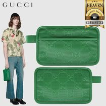 GUCCI(グッチ) トラベルポーチ 累積売上総額第1位【GUCCI★20/21秋冬】EMBOSSED COSMETIC CASE