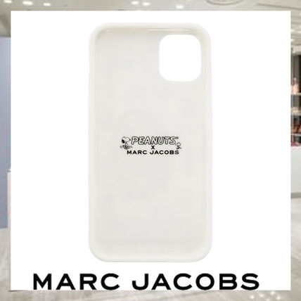 MARC JACOBS スマホケース・テックアクセサリー 【関税・送料込み】Marc Jacobs iPhone11ケース Peanutsコラボ(2)