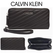 【Calvin Klein】●セール●QUILTED ZIP CONTINENTAL WALLET