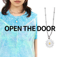 OPEN THE DOOR daisy necklace (2color)