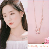 Wing bling☆大人気☆ BUTTERFLY ON PETAL ネックレス