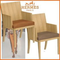 Chaise a accoudoirs rembourree Reeditions J.-M.