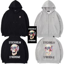 STOCKHOLM SYNDROME(ストックホルムシンドローム) パーカー・フーディ ★STOCKHOLM SYNDROME★LOGO PRINT ZIP-UP HOODED SWEATSHIRTS
