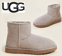 UGG☆Oyster Classic Mini Graphic Logo Shearling-Lined Boots