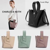 【CHARLES & KEITH】Croc-Effect Wristlet Handle Bucket Bag