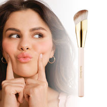 Rare Beauty☆ファンデ用ブラシ☆Liquid Touch Foundation Brush