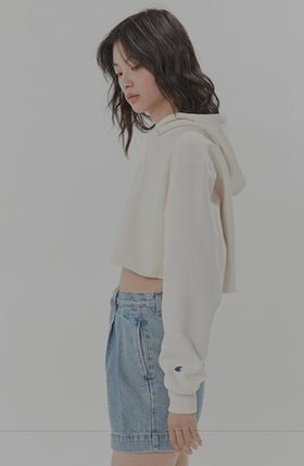 Urban Outfitters パーカー・フーディ Urban Outfitters×Championクロップドパーカーオフホワイト(2)