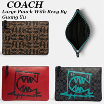 【COACH】Large Pouch In Signature Canvas