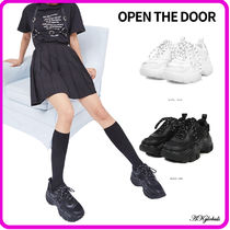 [OPEN THE DOOR] sporty matt platform sneakers (2 color)
