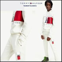 【TOMMY LEWIS】 UNISEX VERTICAL LOGO JOGGERS