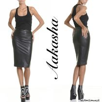 Faux Leather Pencil Skirt☆足元は分厚めのソールブーツで♪