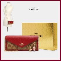 【COACH】チャーム付き Boxed Slim Envelope Wallet With Chain