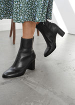 ☆& Other Stories新作☆Almond Toe Leather Ankle Boots(black)