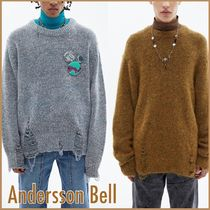大人気【AnderssonBell】UNISEX DAMAGED CREW NECK セーター/2色
