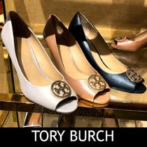 Outlet買付【Tory Burch】Tロゴ★BENTON 2 85MM PEEP TOE WEDGE