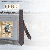 新作入荷【FENDI】Cravate en soie grise